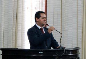 Roselei questiona novamente Prefeitura sobre progressão dos servidores da Educação